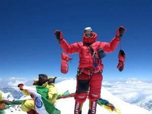 Photo of Kangchenjunga, alpinisti al base. Foto di vetta e primi racconti