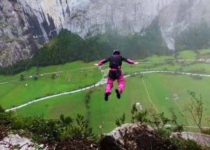 """Photo of (English) Base jumper miracolato sul Brento, trovato """"appeso"""" alle rocce a 80 metri da terra"""