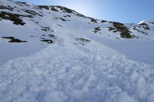 Photo of Monviso, valanga travolge due alpinisti: uno è grave