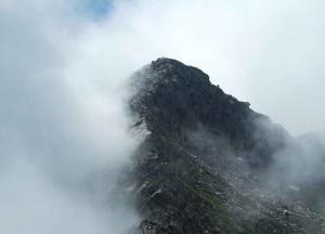 Photo of Escursionista cade e si ferisce sulle Alpi Biellesi, maltempo ostacola i soccorsi