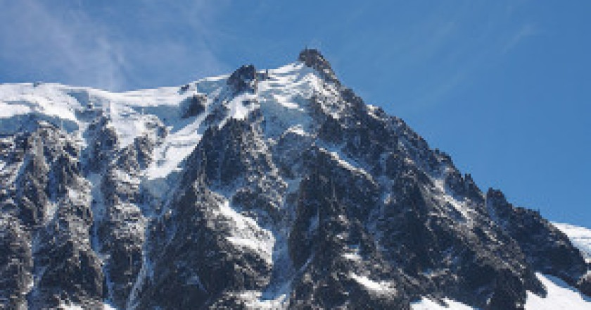 800px-Aiguille_du_Midi_peak-300x200.jpg