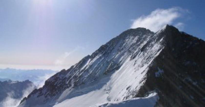 800px-Barre_Ecrins_depuis_Dome_de_neige-300x228.jpg