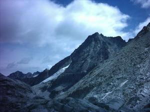 Photo of Cede la roccia e cade per 400 metri, alpinista muore sulla Presanella