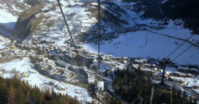 800px-Panor_La_Thuile_Italia-300x225.jpg