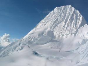 Photo of Dispersi sull'Alpamayo, alpinisti precipitati per il crollo di una cornice