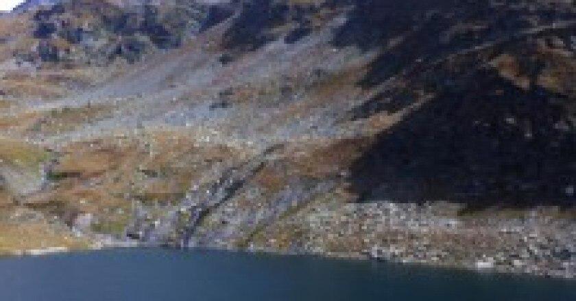 Dietro-al-rifugio-Bertacchi-Valchiavena-Photo-darchivio-223x300.jpg