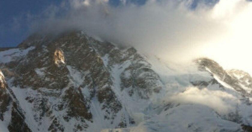 Il-Broad-Peak-sotto-le-nuvole-300x268.jpg