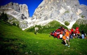 Photo of Scivolano sulla neve in Marmolada, soccorsi 14 escursionisti