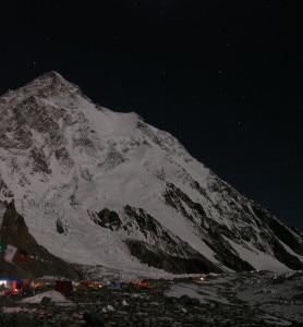 Photo of Alpinisti in discesa dalla vetta del K2: tutti a campo 4
