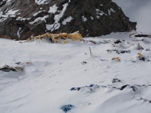Photo of Italiani e pakistani a campo 2: i rifiuti raccontano un alpinismo che deve cambiare