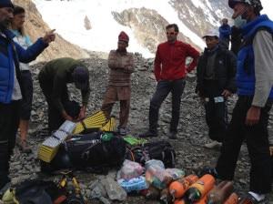 Photo of Spagnolo a campo 4 del K2, in tenda con la spedizione di Cleo Weidlich