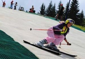 Una delle piste da sci artificiali create da Neveplast (www.neveplast.it)
