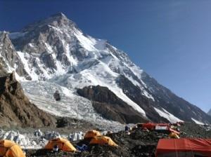 Photo of Discesa dalla vetta del K2: alpinisti al campo base avanzato, entro un'ora al base