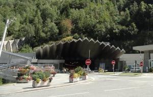Photo of Esonda torrente La Creusaz, chiuso per 12 ore traforo Monte Bianco