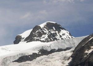 Photo of Monte Rosa, scarica di sassi investe alpinista: grave