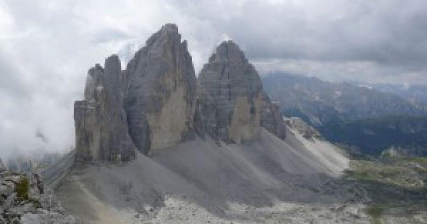 1280px-Tre_cime_di_Lavaredo_dal_Monte_Paterno-300x239.jpg