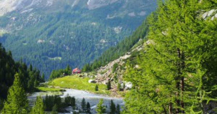 Laggiu-rifugio-Porro-Valmalenco-Giacomo-Perucchini-300x225.jpg