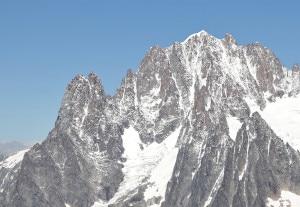 Photo of Crollo di un seracco sul Monte Bianco, ritrovati corpi di due alpinisti
