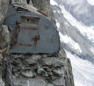Photo of Monte Bianco, lieto fine per gli alpinisti bloccati al bivacco Craveri