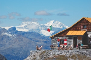 Photo of Estate del rifugio Quinto Alpini: cinema all'aperto, corsa e alpinismo