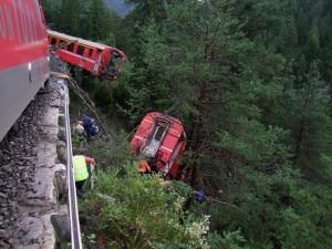 Photo of Svizzera, deraglia treno sulle montagne: 11 feriti