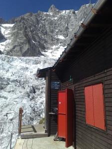Photo of Rischio crolli seracco Grandes Jorasses, vietato accesso a rifugio Boccalatte e ghiacciaio Whymper
