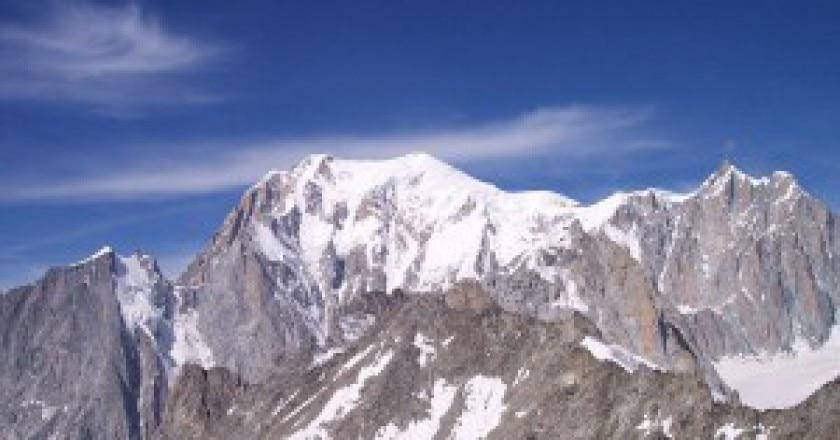 800px-Monte_Bianco_visto_dal_Rifugio_di_Punta_Helbronner-300x225.jpg