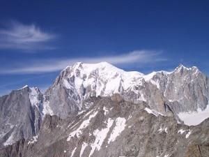 Photo of Recuperati i due alpinisti bloccati da ieri sul Monte Bianco