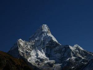 Photo of Himalaya, alpinista tedesco morto sull'Ama Dablam