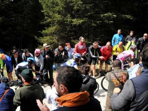 Il gruppo della Maglia Rosa durante la salita al Passo del Mortirolo del Giro 2012 (Photo courtesy of Pagina Facebook Ufficiale del Giro d'Italia)