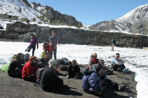 Photo of (English) TAAN rescues 77 trekkers from Manang
