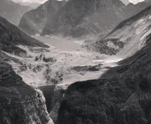 Foto aerea del Vajont scattata poco dopo il disastro (Foto Wikipedia)