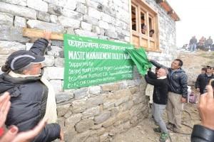Inaugurazione dell'inceneritore con Da Polenza e Ang Dorijee Sherpa Charmain SPCC