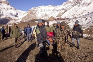 Lesercito-nepalese-effettua-i-soccorsi-nella-zona-dellAnnapurna-Circuit-Photo-European-Pressphoto-Agency-300x200.jpg
