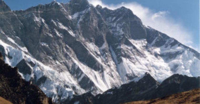 Lhotse-parete-sud-Photo-Uwe-Gille-Wikimedia-Commons-300x195.jpg