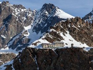 Rifugio Marinelli Bombardieri (Photo courtesy of www.rifugiomarinellibombardieri.it)