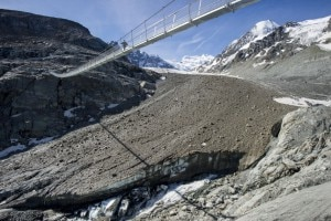 Photo of Fusione dei ghiacciai e accesso ai rifugi: l'esempio della Passerelle de Corbassière