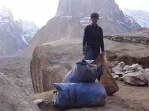 Photo of Keep Karakorum Clean: 15 tonnellate di rifiuti raccolte sul K2 e sul Baltoro. EvK2CNR e Moncler insieme per il Parco