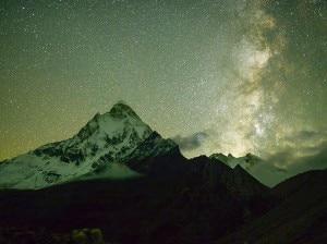 Photo of Cielo stellato sopra lo Shivling: la foto del giorno del National Geographic