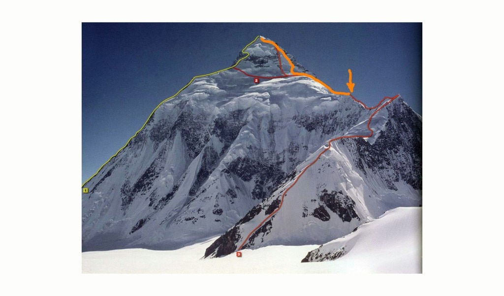 In questa foto, che ritrae il versante est del K2, potete vedere in rosso la via degli americani, che nella parte finale avevano dovuto tornare a ricollegarsi con la via normale al K2. In arancio invece la salita come l'ha immaginata e disegnata di suo pugno Denis Urubko. La parte iniziale della via di Urubko non è però visibile da questa foto perchè si trova direttamente sul versante Nord.