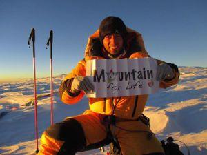 Mountain for life - Luca Montanari in cima al Cho Oyu