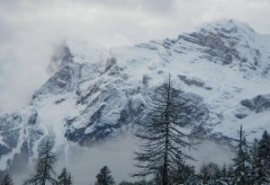 Photo of Un metro di neve sulle Dolomiti: ladri bloccati su un passo alpino