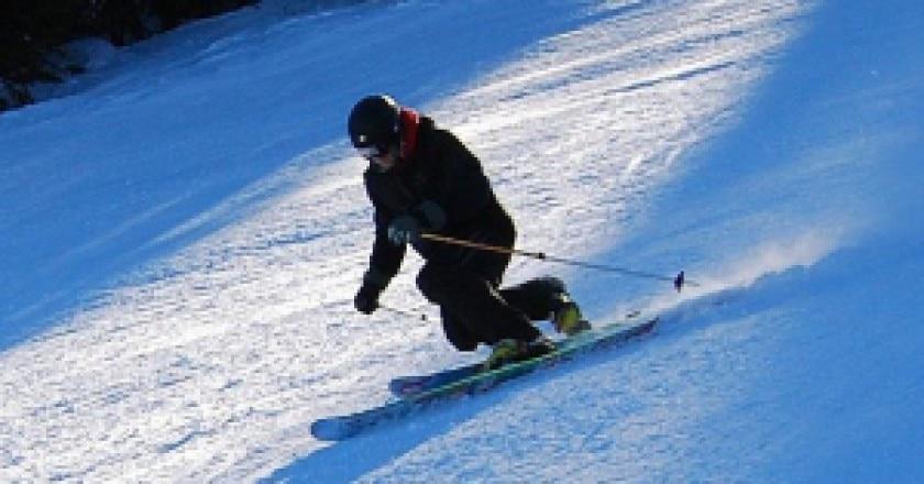 800px-Telemark_position_skiing_apex-300x229.jpg