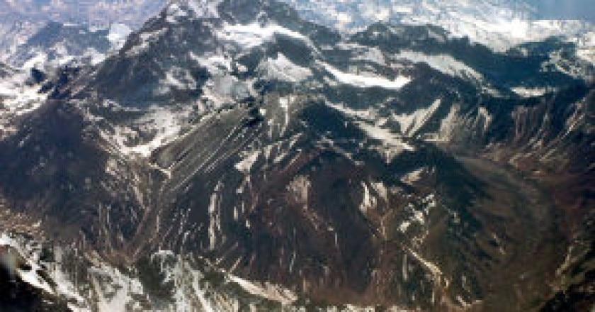 908px-Chile_Aconcagua-300x253.jpg