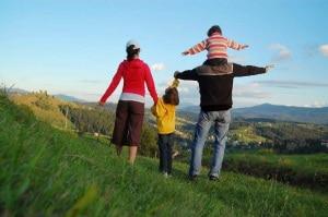 """Photo of Giornata internazionale della montagna: 7 italiani su 10 vanno in montagna per """"unire la famiglia"""""""