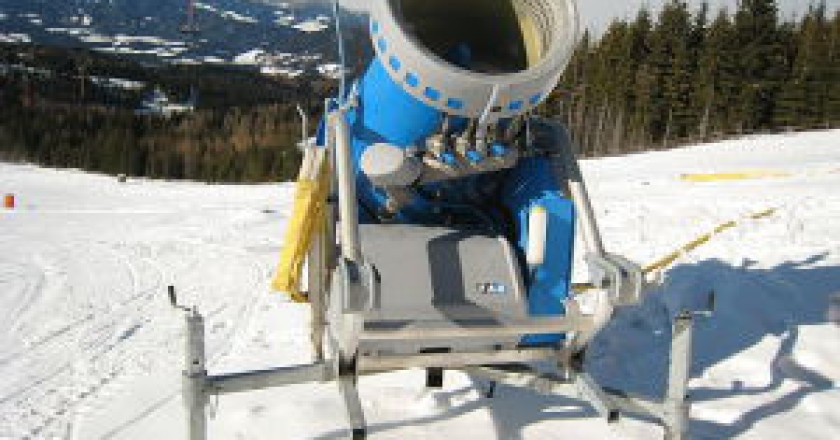 640px-Snow_cannon-front-300x225.jpg