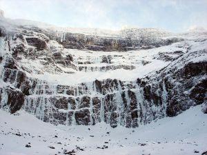 Photo of Cade un blocco di ghiaccio, ferito ghiacciatore sui Pirenei francesi
