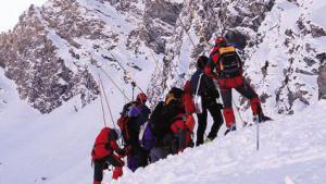 Photo of Claviere, valanga travolge sciatore: salvo grazie all'airbag
