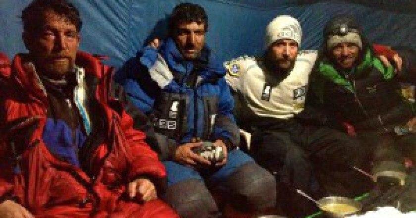 Alpinisti-rientrati-al-campo-base-del-Nanga-Parbat-photo-courtesy-of-Alex-Txikon-facebook-300x183.jpg