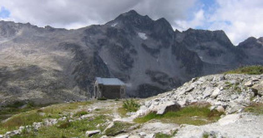 Corno-Baitone-dal-Rifugio-Garibaldi-photo-Wikipedia-commons-Fabio-300x225.jpg
